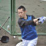 試合前バッティング練習中の矢野選手